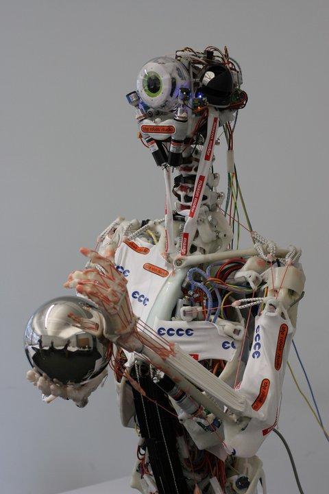 Un robot casi humano